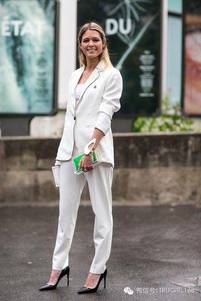 9月巴黎街拍 纯简与混搭的时尚态度